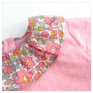 Blouse-en-plumetis-de-coton-rose-et-liberty-betsy-cupcake-enfant-bébé-retrochic-boutique