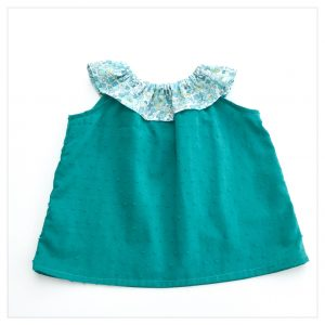 Top-en-plumetis-de-coton-émeraude-et-liberty-betsy-mint-and-lemon-enfant-bébé-retrochic-boutique