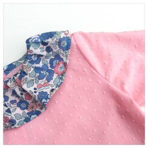 Blouse-en-plumetis-de-coton-rose-bonbon-et-liberty-betsy-asagao-enfant-bébé-retrochic-boutique