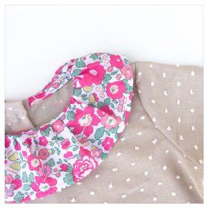 Blouse-en-plumetis-de-coton-mocaccino-et-liberty-betsy-pink-gold-enfant-bébé-retrochic-boutique