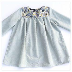 Blouse-en-plumetis-de-coton-tilleul-et-liberty-betsy-verveine-enfant-bébé-retrochic-boutique