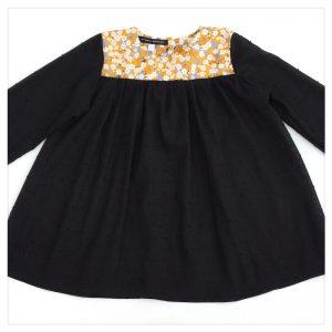 Blouse-en-plumetis-de-coton-noir-et-liberty-mitsi-moutarde-enfant-bébé-retrochic-boutique