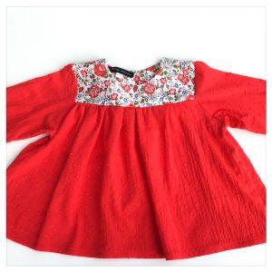 Blouse-en-plumetis-de-coton-rouge-et-liberty-felicite-corail-enfant-bébé-retrochic-boutique