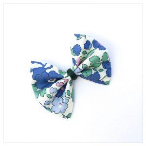 Barrettes-à-noeud-en-liberty-of-london-coloris-betsy-bleu-vintage-retrochic-boutique