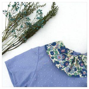 Blouse-en-plumetis-de-coton-bleu-orage-et-liberty-betsy-blue-jean-enfant-bébé-retrochic-boutique