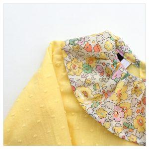 Blouse-en-plumetis-de-coton-tournesol-et-liberty-betsy-sunshine-enfant-bébé-retrochic-boutique