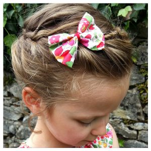 Barrettes-à-noeud-en-liberty-of-london-coloris-betsy-grenadine-
