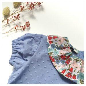 Blouse-en-plumetis-de-coton-bleu-orage-et-liberty-poppy-and-daisy-pastel-enfant-bébé-retrochic-boutique