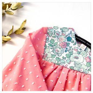 Blouse-en-plumetis-de-coton-rose-givré-et-liberty-betsy-mint-pink-enfant-bébé-retrochic-boutique