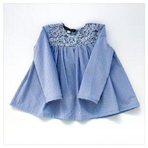 Blouse-en-plumetis-de-coton-bleu-orage-et-liberty-wiltshire-blueberry-enfant-bébé-retrochic-boutique